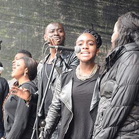 "Jugendchor des afrikanisch-internationalen ""Pentecost International Worship Centre"", in Nürnberg"