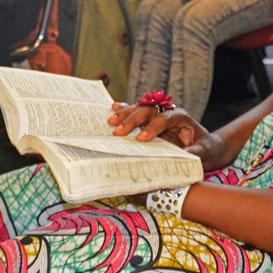 """Im Gottesdienst der afrikanisch-internationalen Pfingstgemeinde """"Les Élus de Dieu"""" in München"""